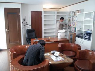 事務所の内観、相談風景